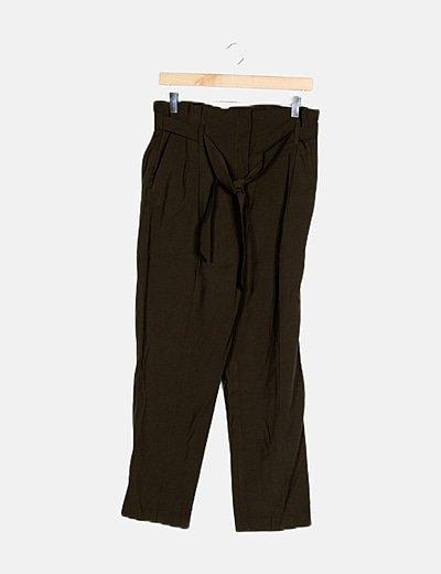 Pantalón verde detalle pinzas