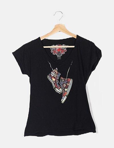 Camiseta negra con dibujo