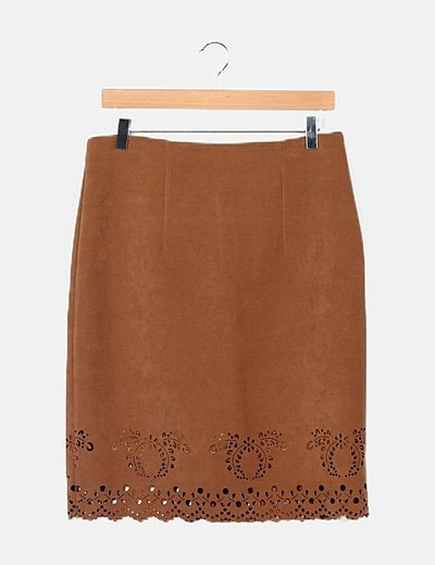 Falda antelina marrón detalle bajo