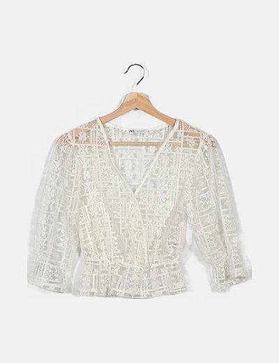 Blusa blanca de tul bordado
