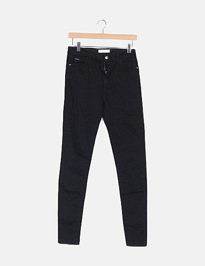 Pantalón negro pitillo