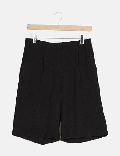 Short negro fluido con bolsillos