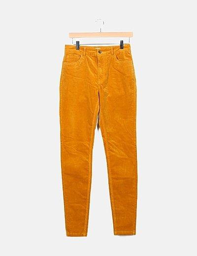 Pantalón mostaza bolsillos