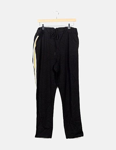 Pantalón negro detalles laterales