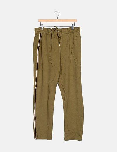 Pantalón verde bandas laterales