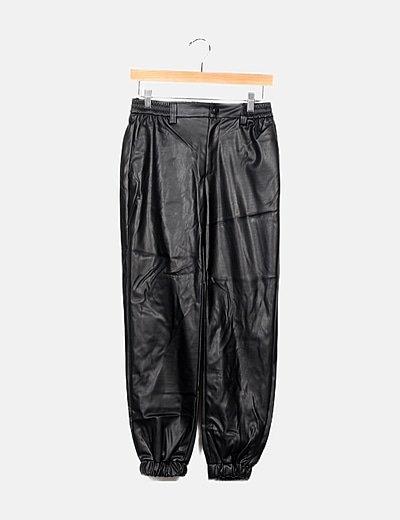 Pantalón negro encerado