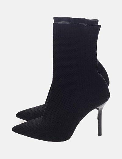 Bota calcetín negra tacón
