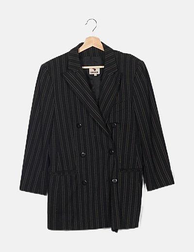 Conjunto de blazer y falda negra de rayas