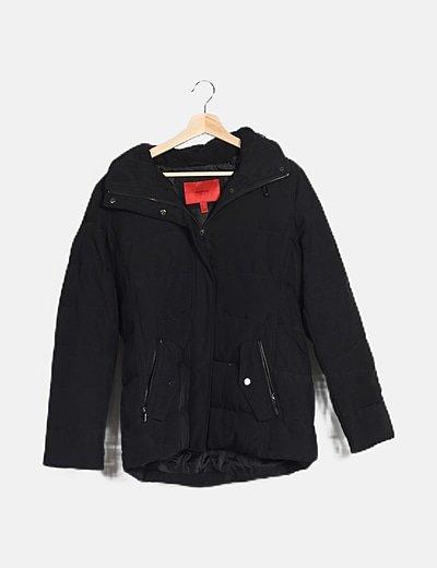 Plumas negro con capucha