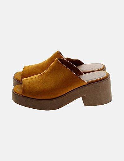 Sandalia destalonada amarilla