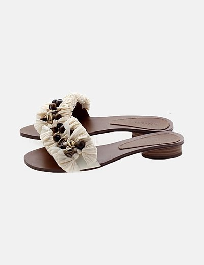 Sandalias pala flecos y conchas