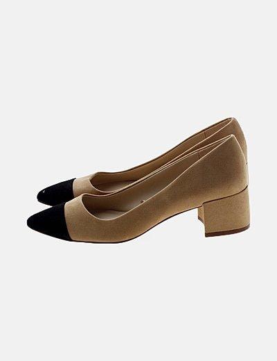 Zapato beige de antelina