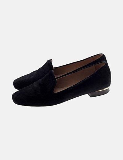 Zapato con tacón negro texturizado
