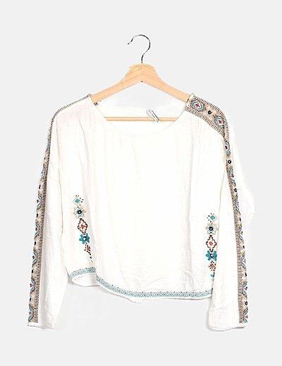 Blusa blanca detalles étnicos