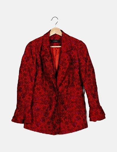 Blazer roja texturizado floral