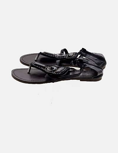 Sandalia negra con abalorios