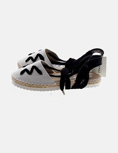 Sandalia bicolor lace up