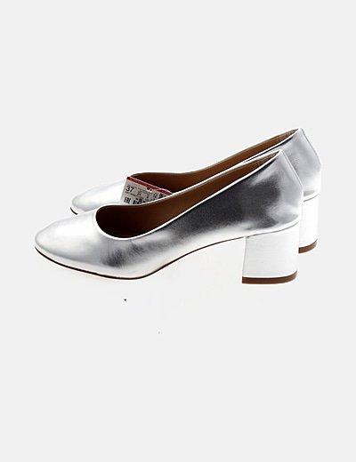 Zapato plateado puntera redonda