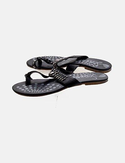Sandalia negra tachuelas