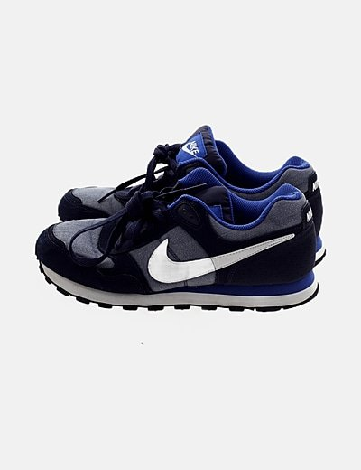 Zapatilla azul deportiva
