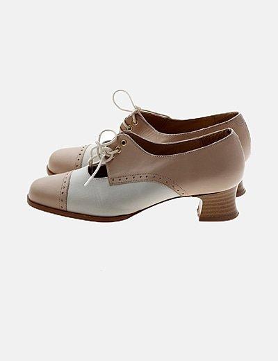 Zapato bicolor tacón