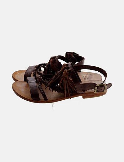 Sandalia marrón flecos