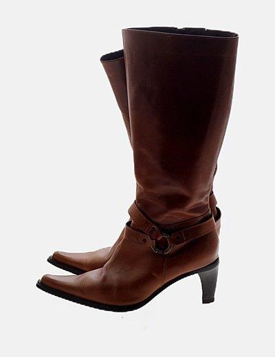 Bota de caña alta marrón