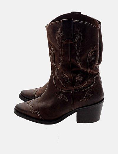 Bota marrón cowboy