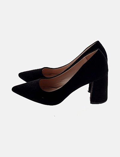 Zapato de antelina negro