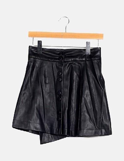 Falda negra polipiel