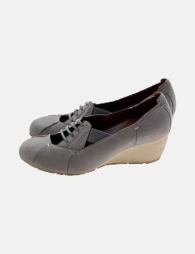 Zapato gris cuña