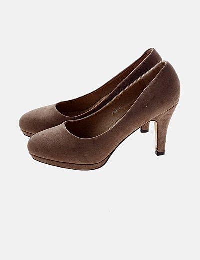 Zapato taupe tacón