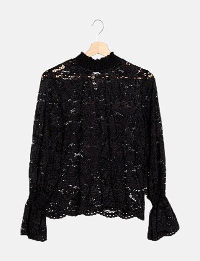 Blusa negra encaje calado fruncidos