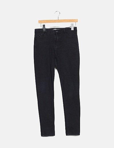 Pantalón negro bolsillos