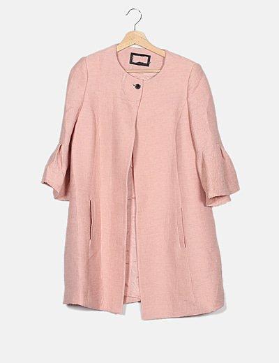 Abrigo rosa nude plisado botón joya