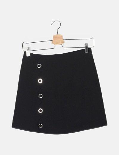 Falda negra detalles metálicos
