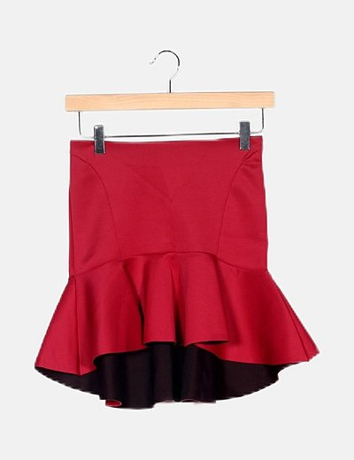 Falda roja asimétrica