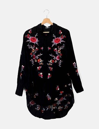 Camisa negra detalles bordados