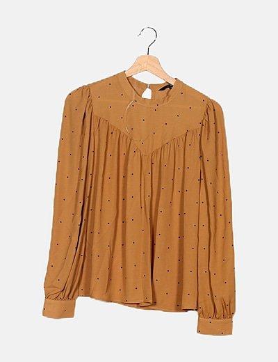 Blusa marrón con topos