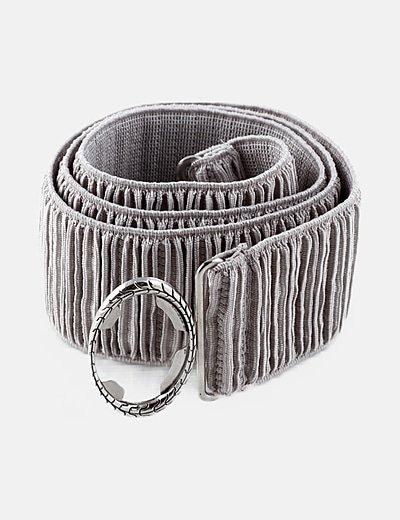 Cinturón gris fruncido