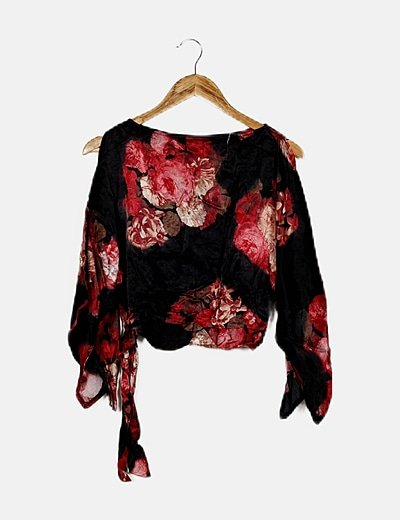 Blusa cropped negro floral lazo