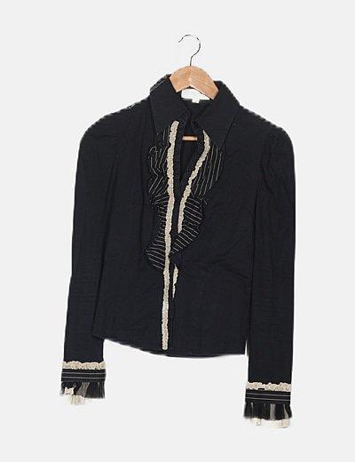 Camisa negra manga jamón detalle