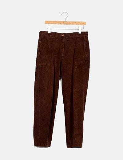 Pantalón recto marrón micropana