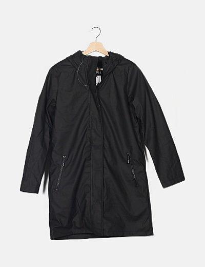 Chubasquero negro capucha
