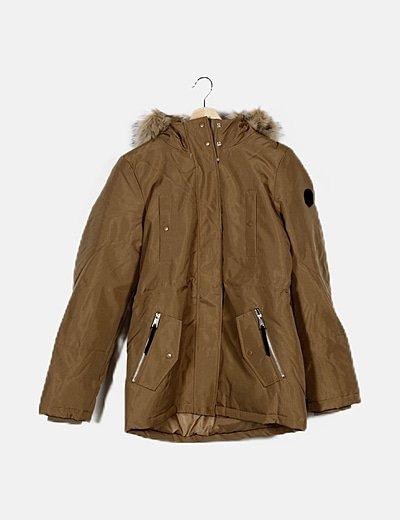 Parka marrón con capucha