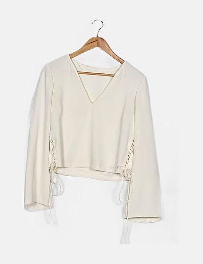 Blusa blanca acordonada