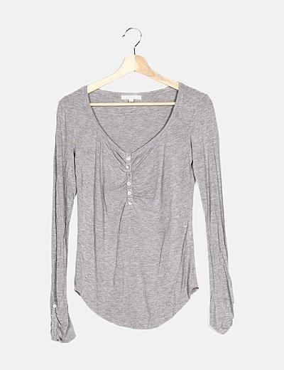 Camiseta gris manga larga