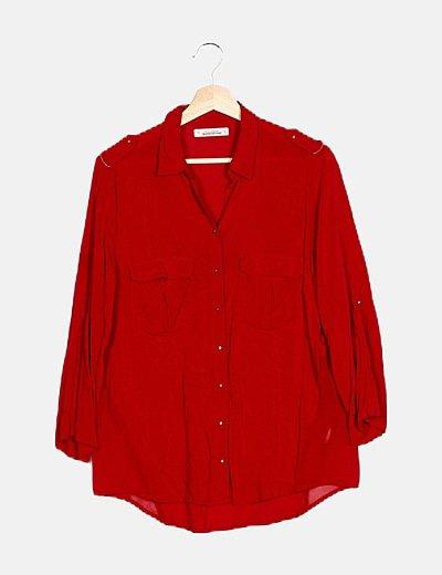 Camisa roja bolsillos
