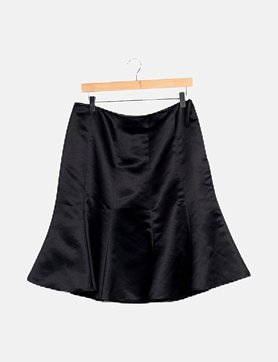 Falda negra satén