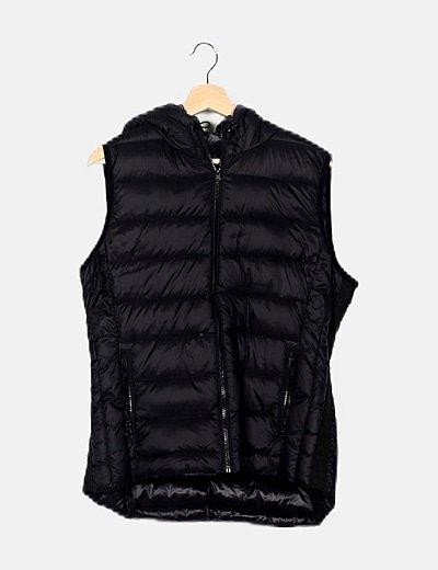 Chaleco acolchado negro con capucha